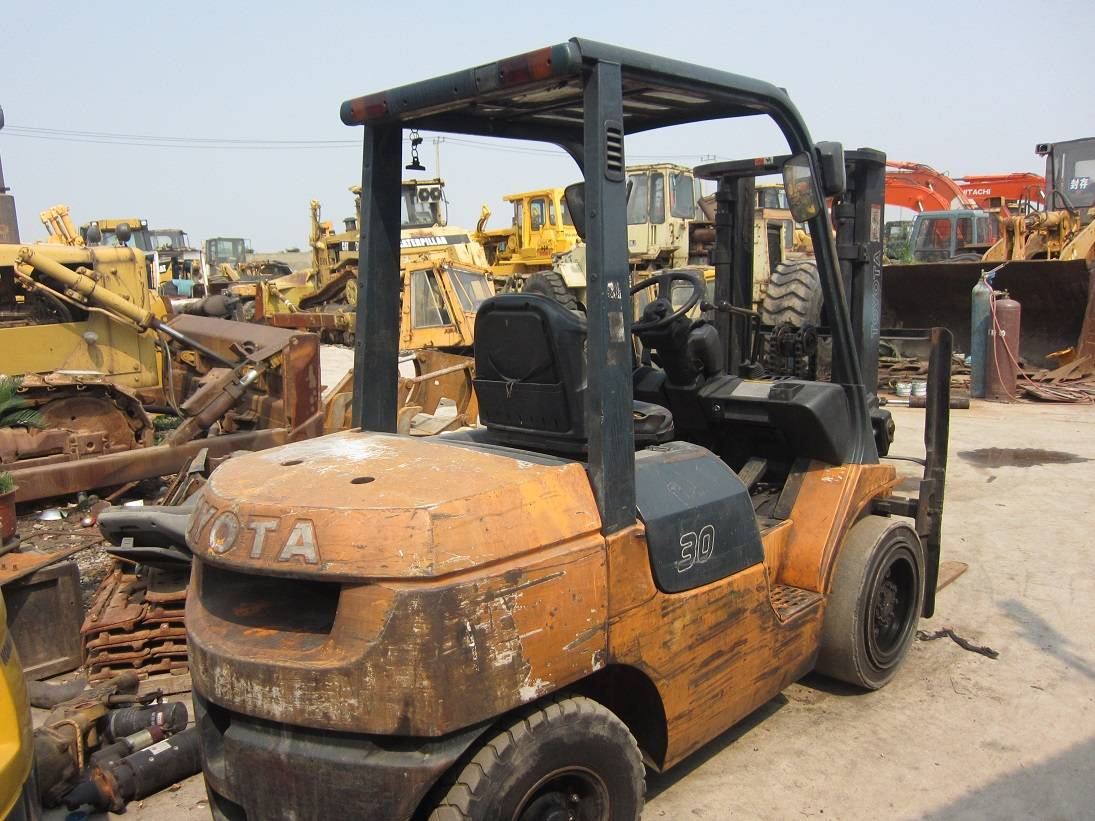used TOYOTA forklift 7F3T