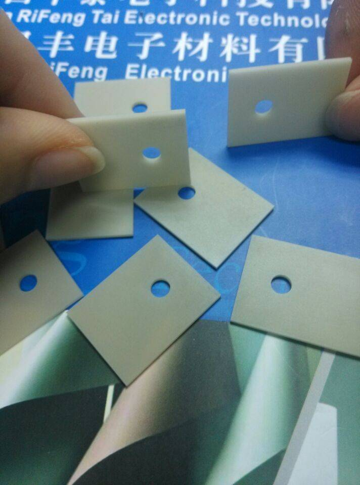 160~190W/m.k High Thermal Conductivity Electronic Insulation AlN Alumina Ceramic With Competable Pri