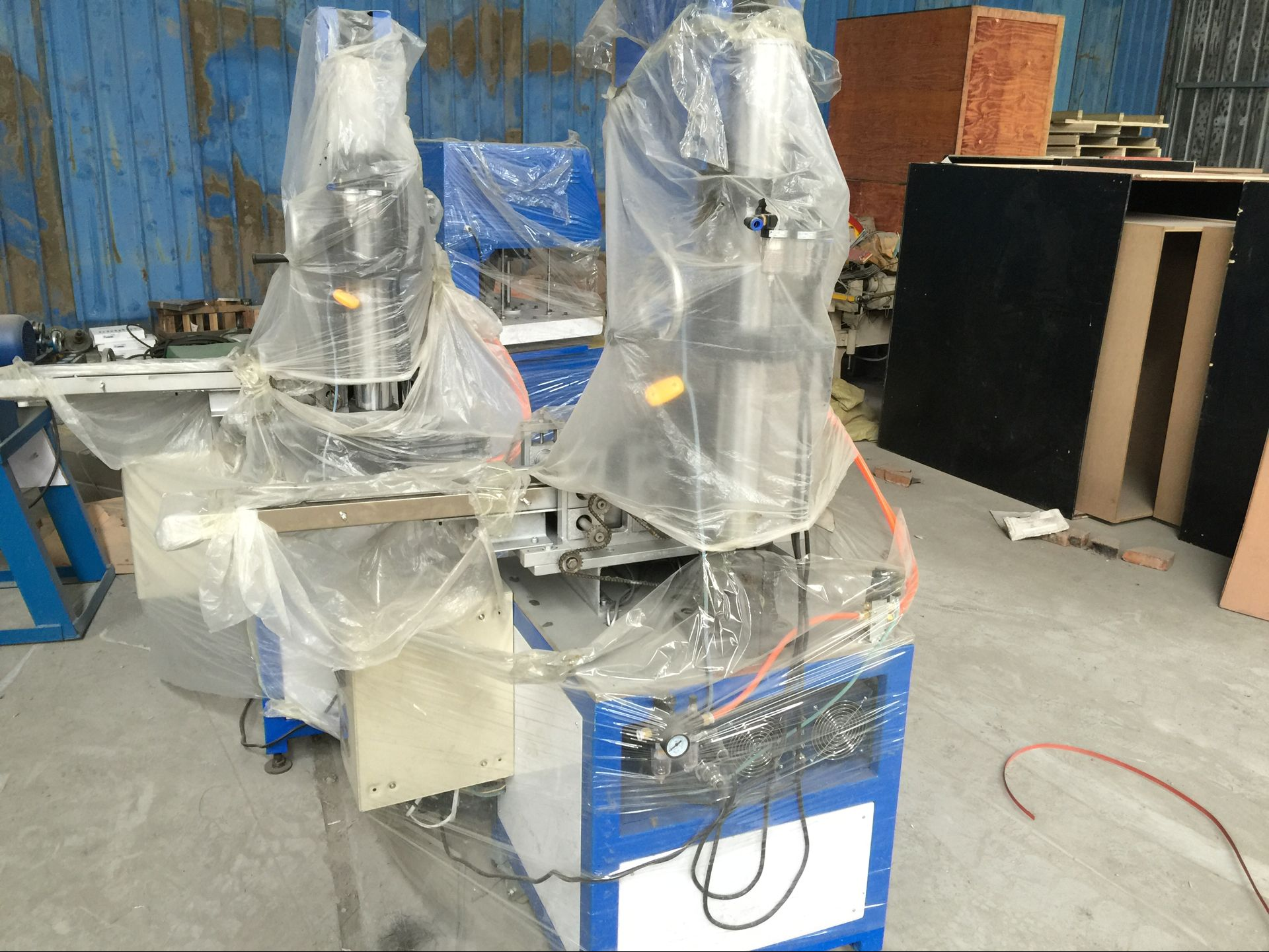 Ultrasonic cleaning machine (electrodynamic type)