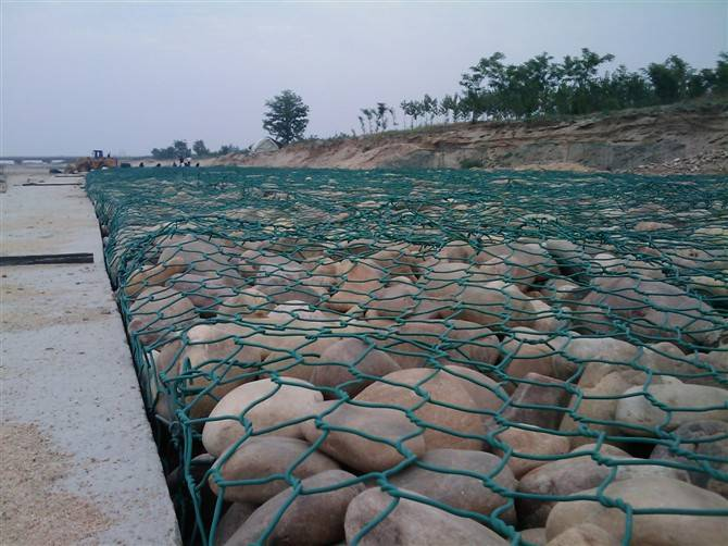 ASTM A 975 standard galvanized gabion baskets with 2.7mm wire, 8x10cm hole size for hydraulic struct