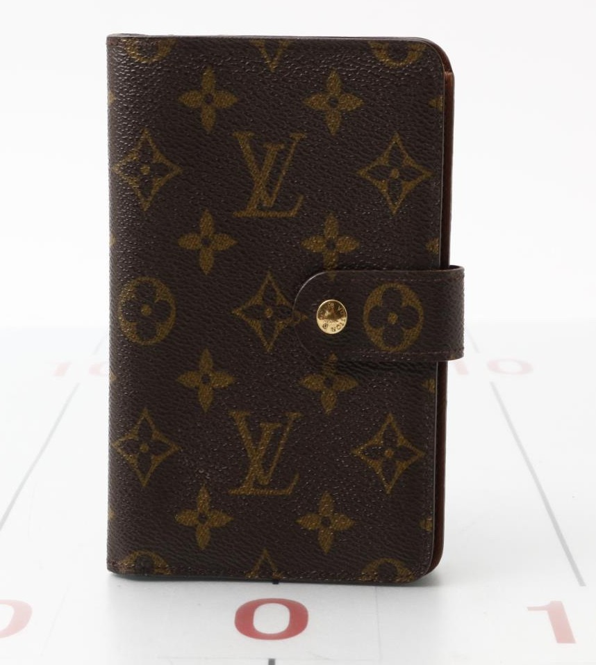 Used original brand LOUIS VUITTON M61207 Monogram Wallet for bulk sale.