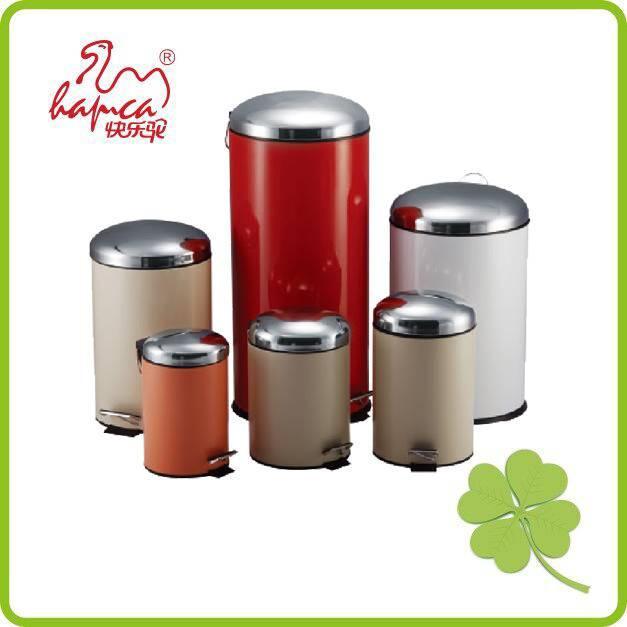 Pedal trash bin with D dome lid