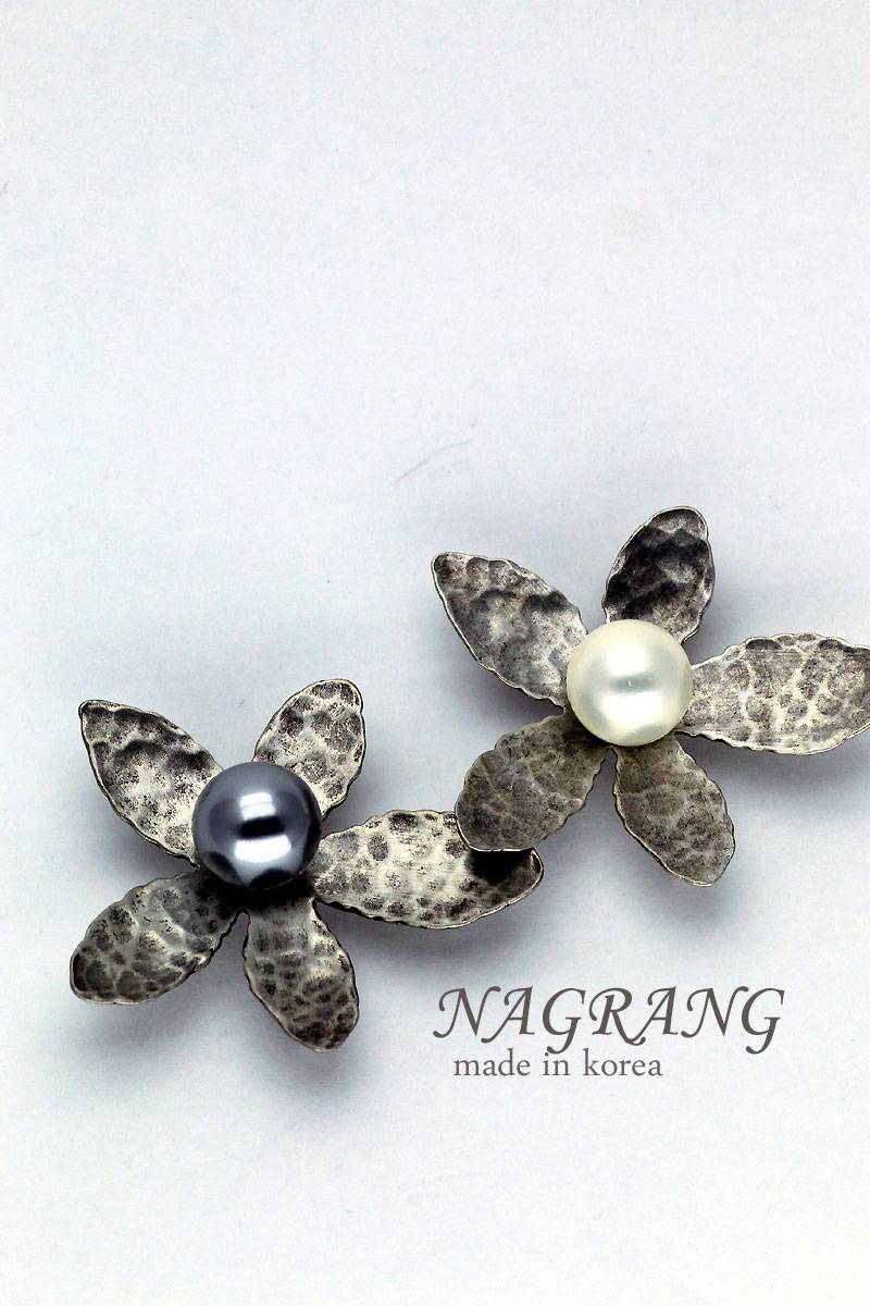NAGRANG Flower shaped silver casting pearl brooch