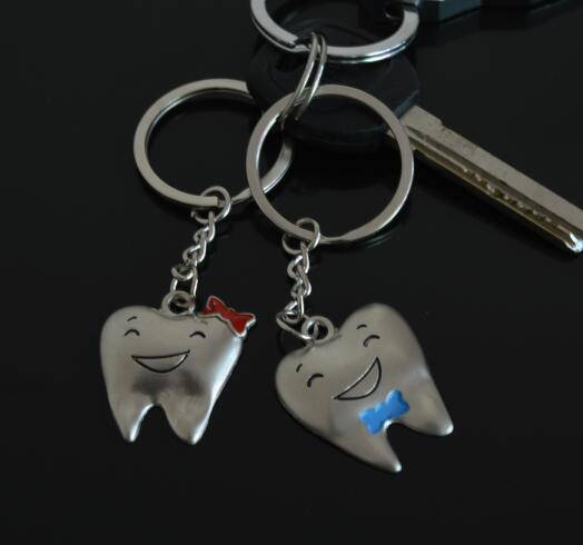 Hot Sale Custom Logo Metal Couple Souvenir Gift Tooth Shape Keychain