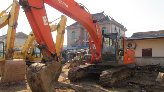 Used HITACHI Excavator ZX200,original from Japan