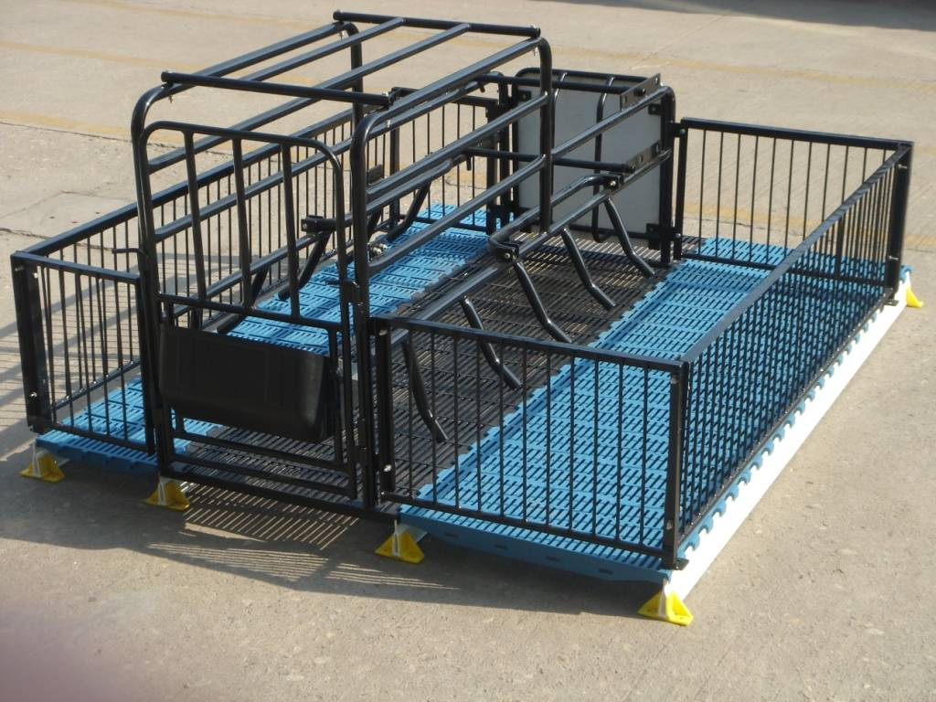 Pig Farrowing crate with PVC Plank fence