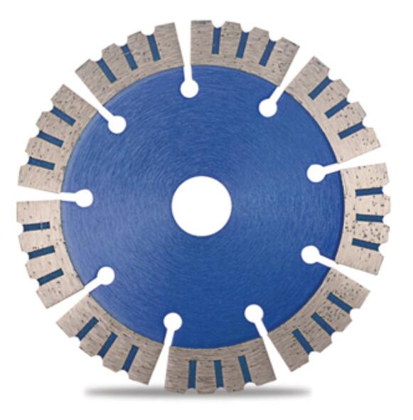 segmented saw blade with protection