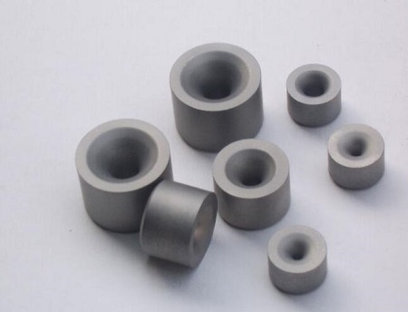 Cemented carbide wire drawing die
