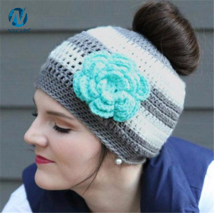 Whosale messy bun hat custom knitted beanie hat manufactory