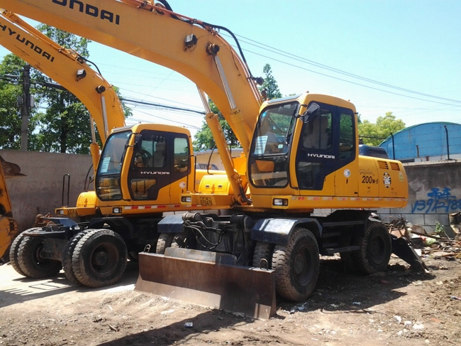Used HYUNDAI R200W-5 MOBILE EXCAVATOR good condition for sale