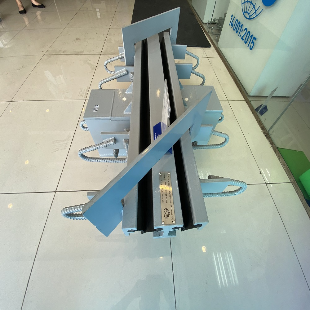 Stainless Longitudinal Modular Expansion Joint for Infrastructure Construction Materials