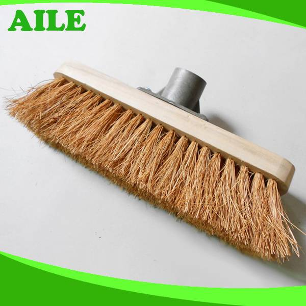 Excellent Quality Wooden Pole Coco Brush For Australia Market