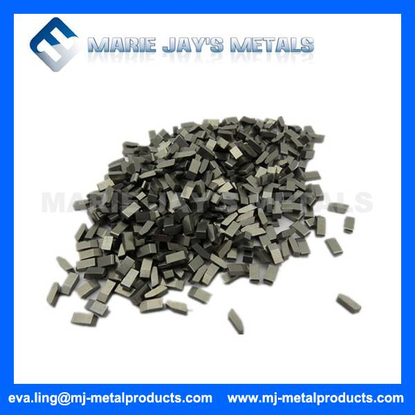 Cemented carbide saw tips used in the cutting of steel