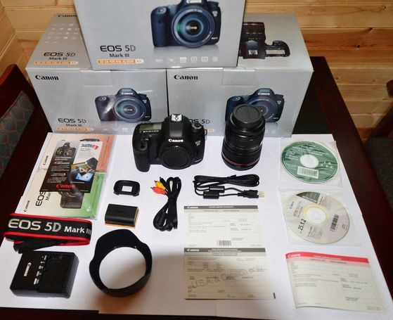 Brand new Canon EOS 5D Mark II Digital SLR Camera with EF 24-105mm IS lens