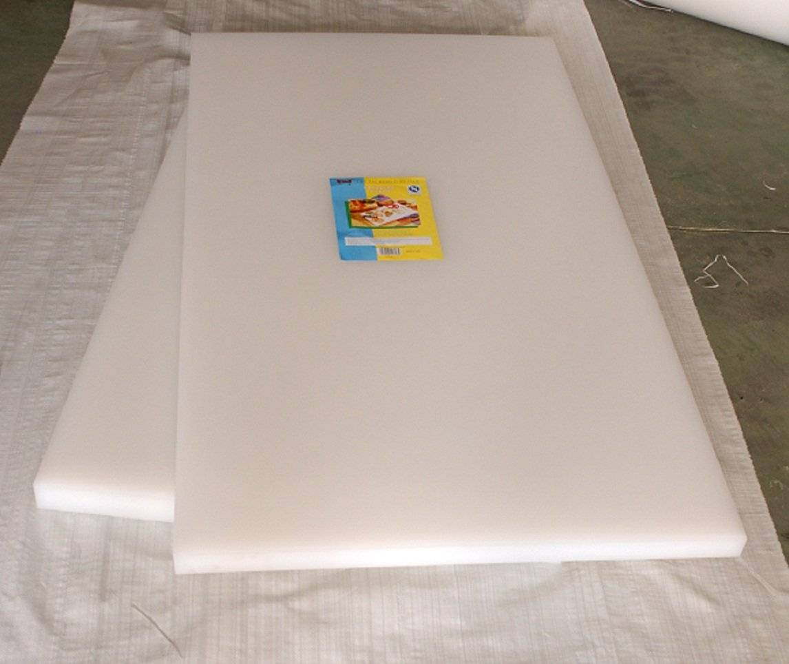 High-performance large plastic cutting board adopting