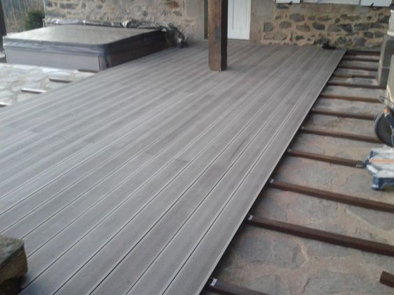 China Outdoor WPC Wood Plastic Composite Decking Board for Flooring with Ce