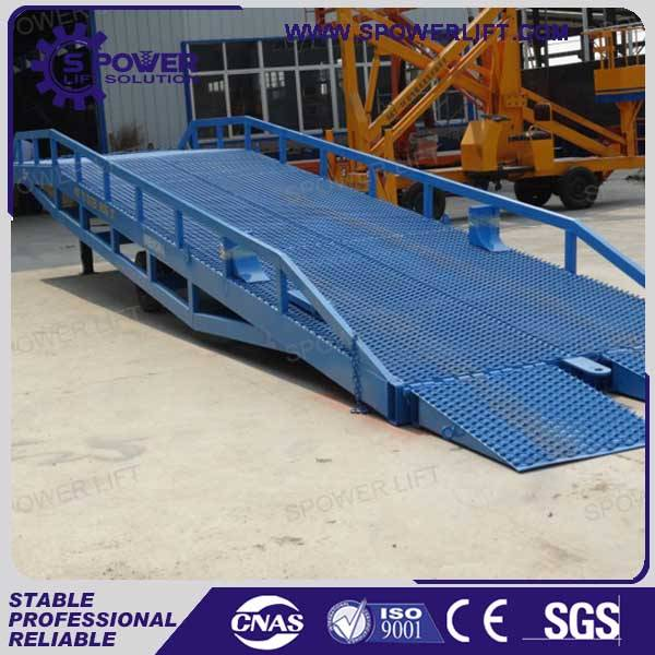 China mobile adjustable large warehouse ramp for sale