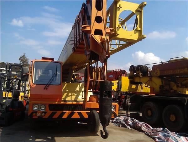 Tadano TG500E truck crane