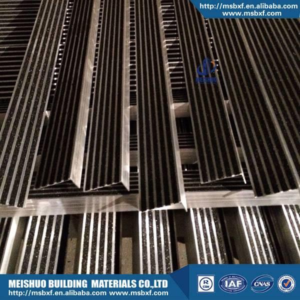 Heavy duty aluminum carborundum outside stair treads