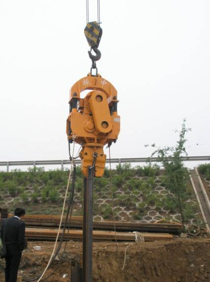 DZ45A Vibratory Hammer with single clamp