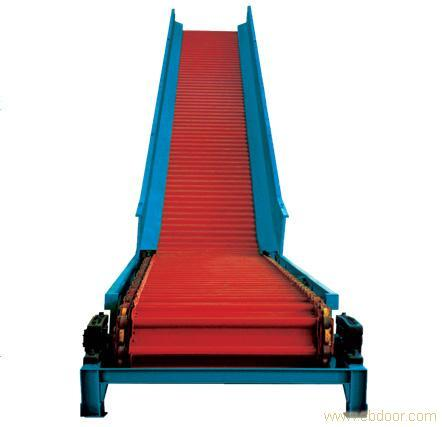 Chain scraper conveyor for paper making machinery