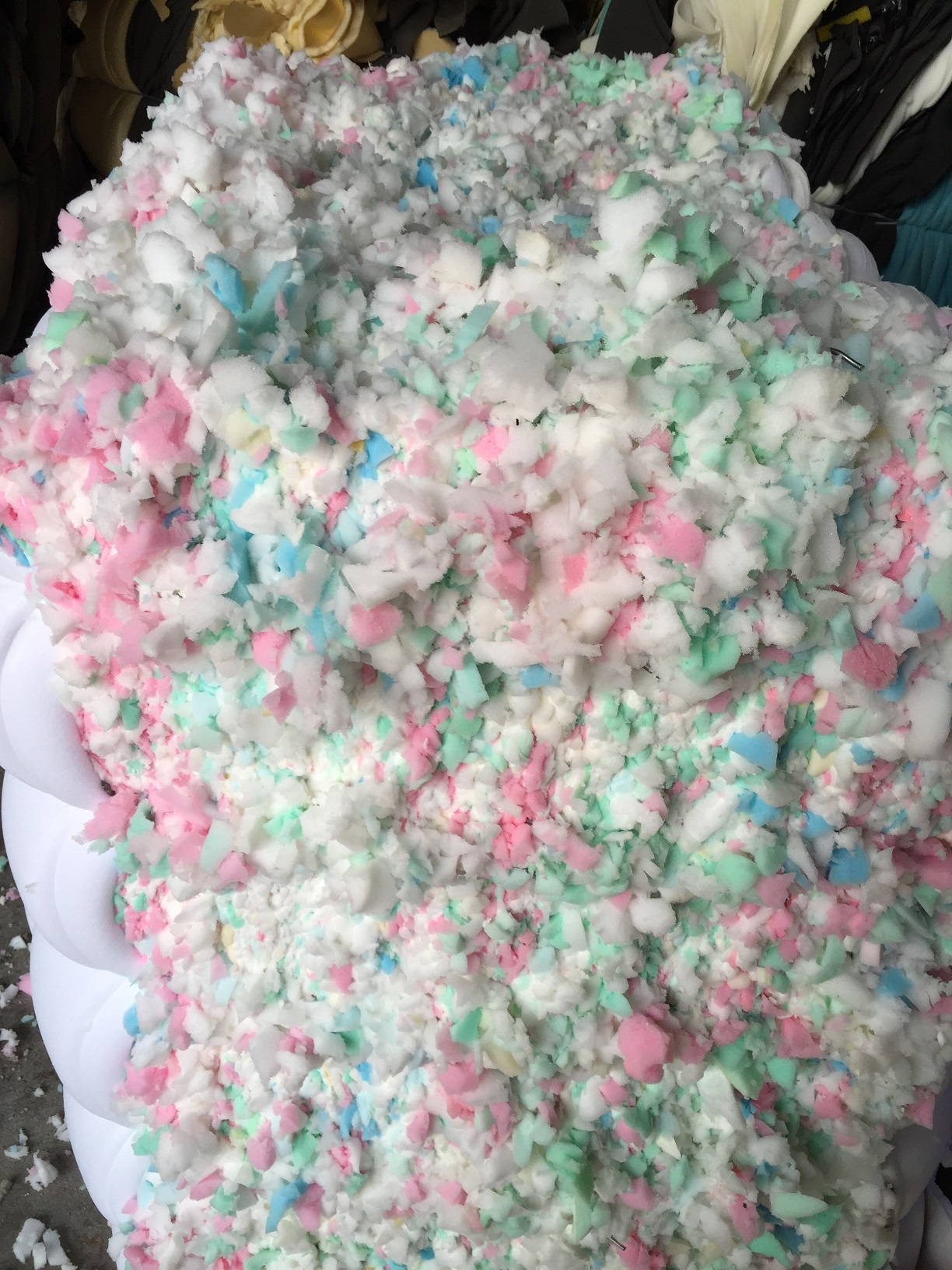 Wholesale Cheap Mixed Color Recycled Shredded 50% Memory Foam Scrap And 50% Furniture Foam Scrap
