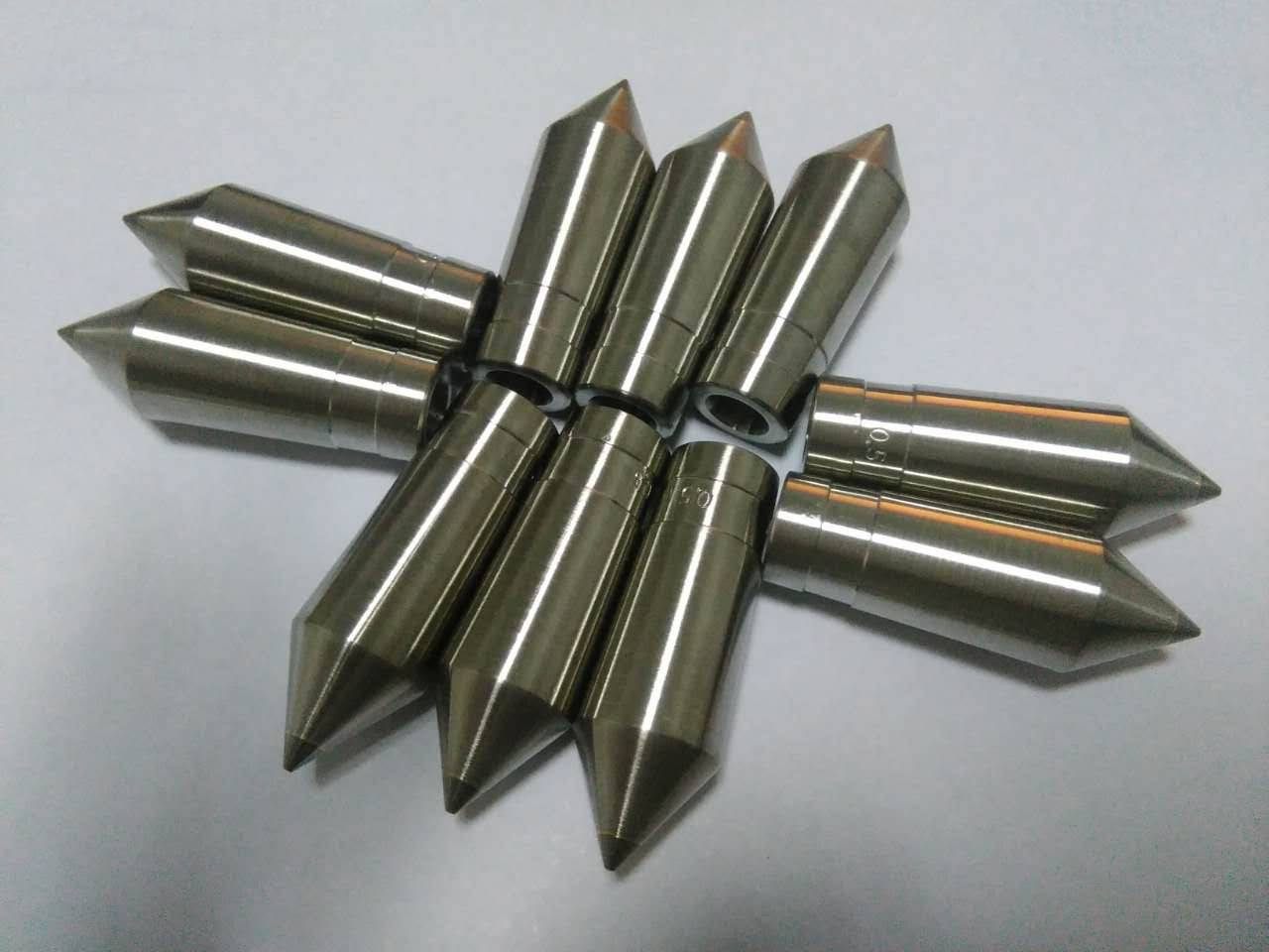 extrusion tips and dies for extrusion crosshead
