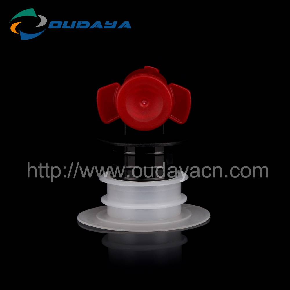 Dust-proof butterfly valve with nozzle for wine bags