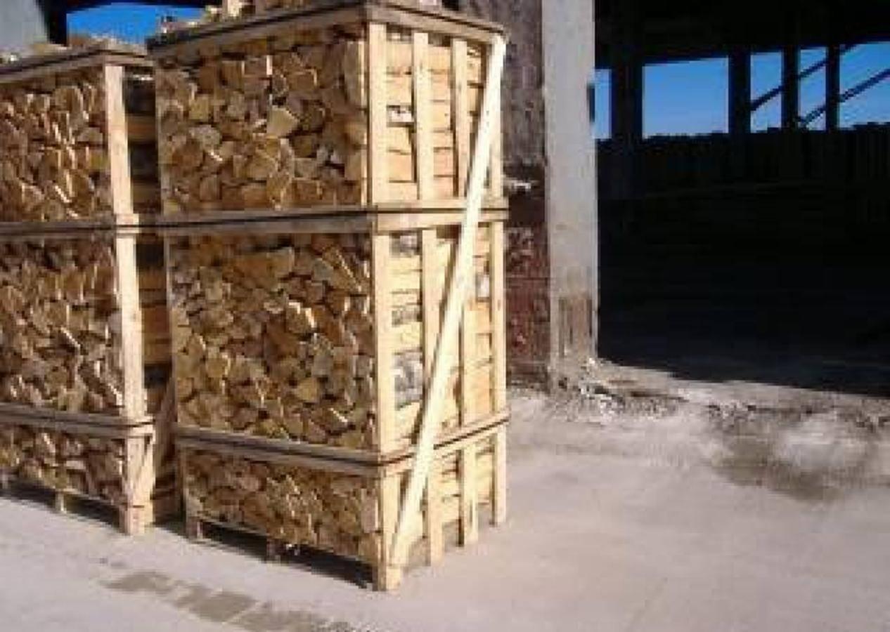 KILN DRIED FIREWOOD IN NET BAGS 10 KGS, 15 KGS, 25 KGS