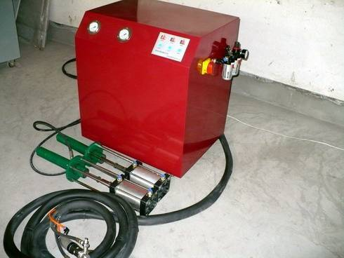 PU Foam Injecting Machine