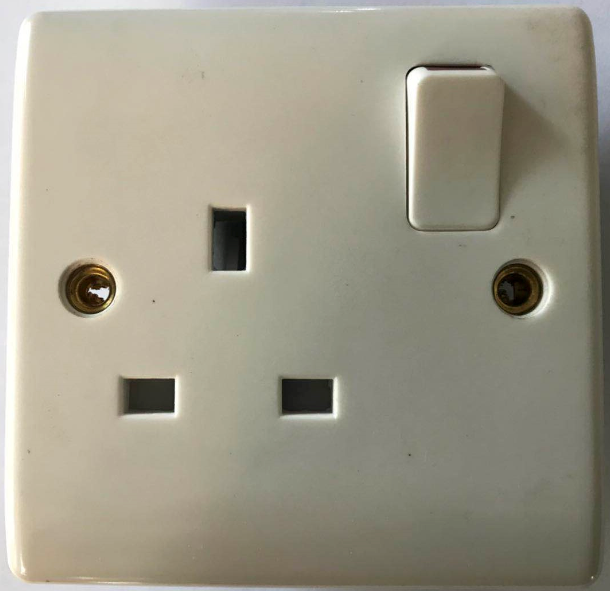 (BG) 13A switched socket