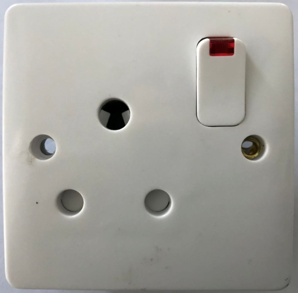 (LA) 15A switched socket with light