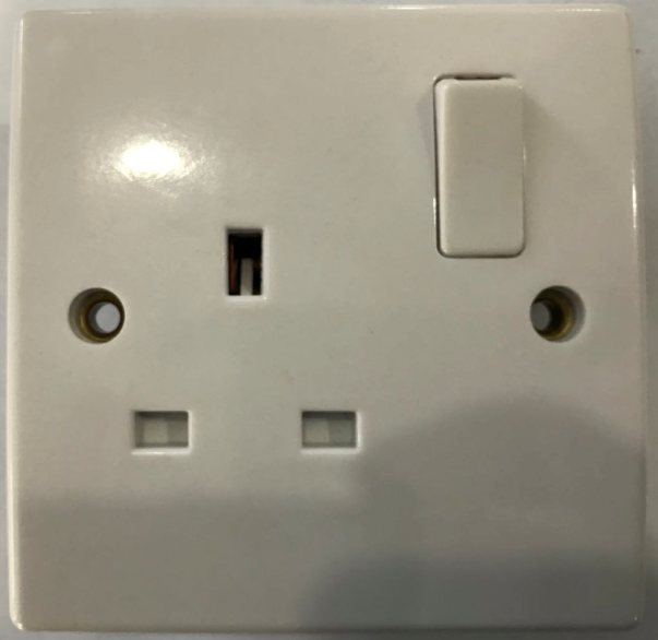 (SC) 13A switched socket