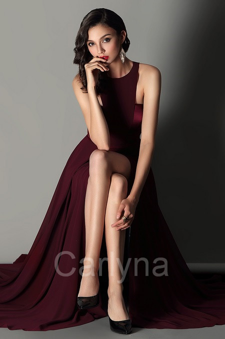 Carlyna Elegant Burgundy Halter Red Carpet Chiffon Dress