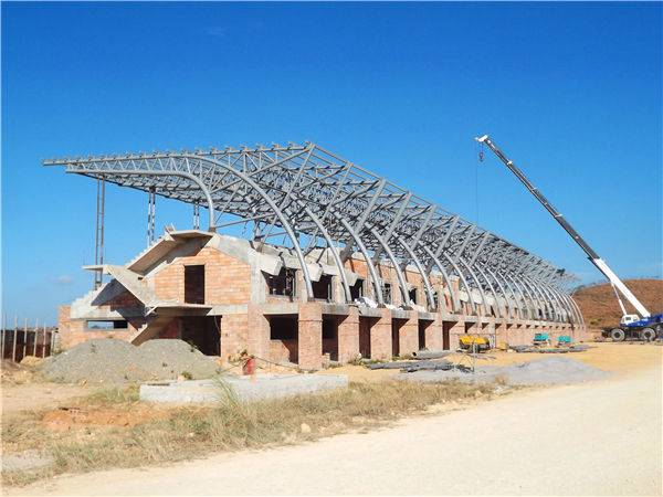 Steel roof truss structure for football stadium
