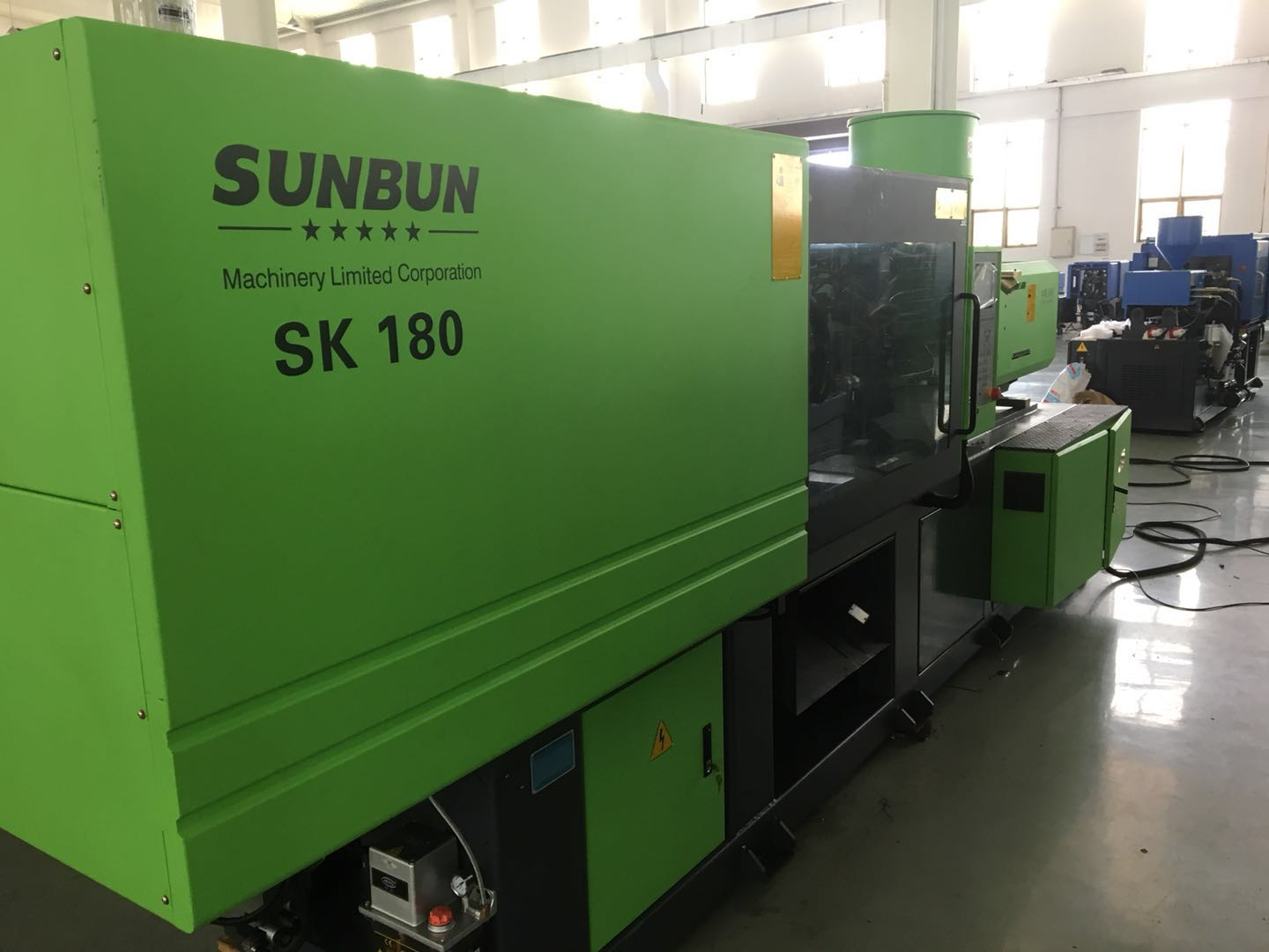 Thermoplastic type new condition 180T Sunbun rubber making cheap injection molding machine