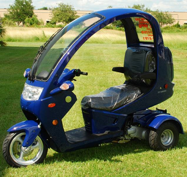 Three wheel scooter with roof
