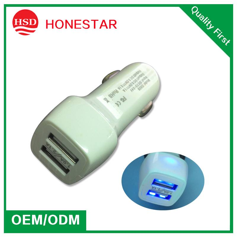 China 5V 3.1A Dual USB Car Charger for Cellphone