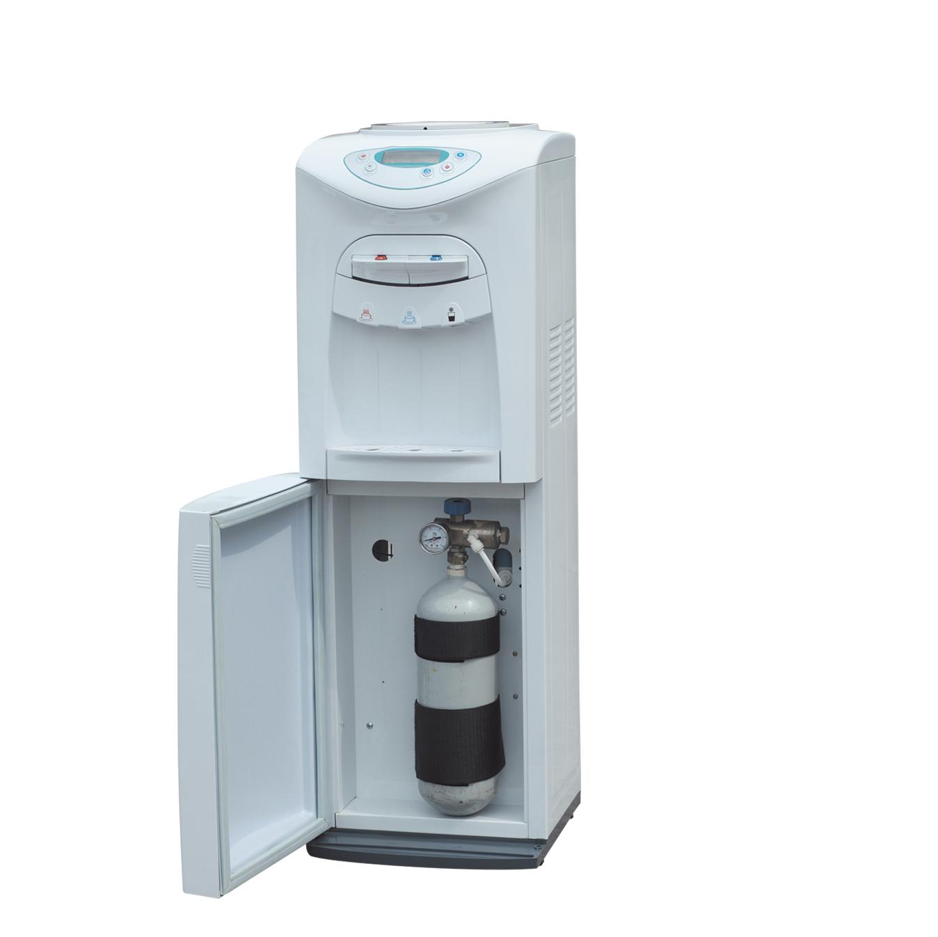 Sparkling water dispenser, water dispenser with carbonator