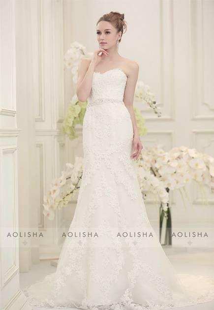 Sweetheart mermaid lace wedding dress with sweep train