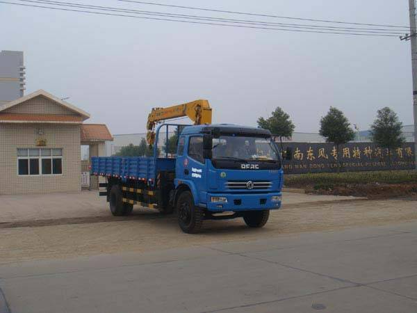 Dongfeng Duolika 4x2 5t Truck with crane