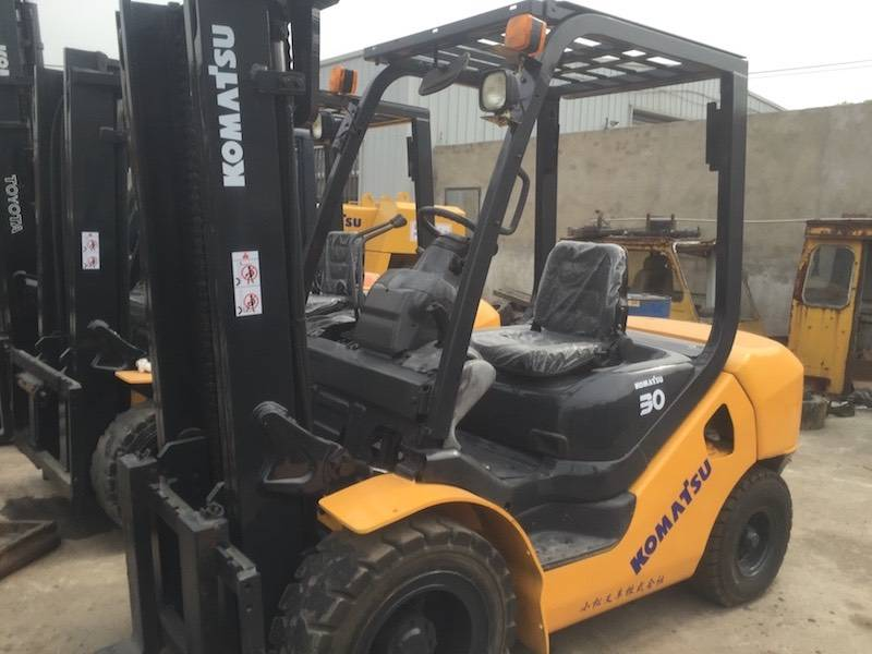 USED 3TON KOMATSU FORKLIFT  FROM JAPAN  IN LOW PRICE  WITH  HIGH PRICE