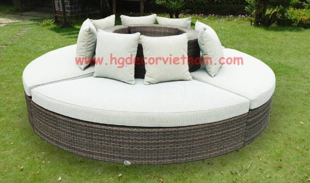 Round poly rattan sofa set with cushion