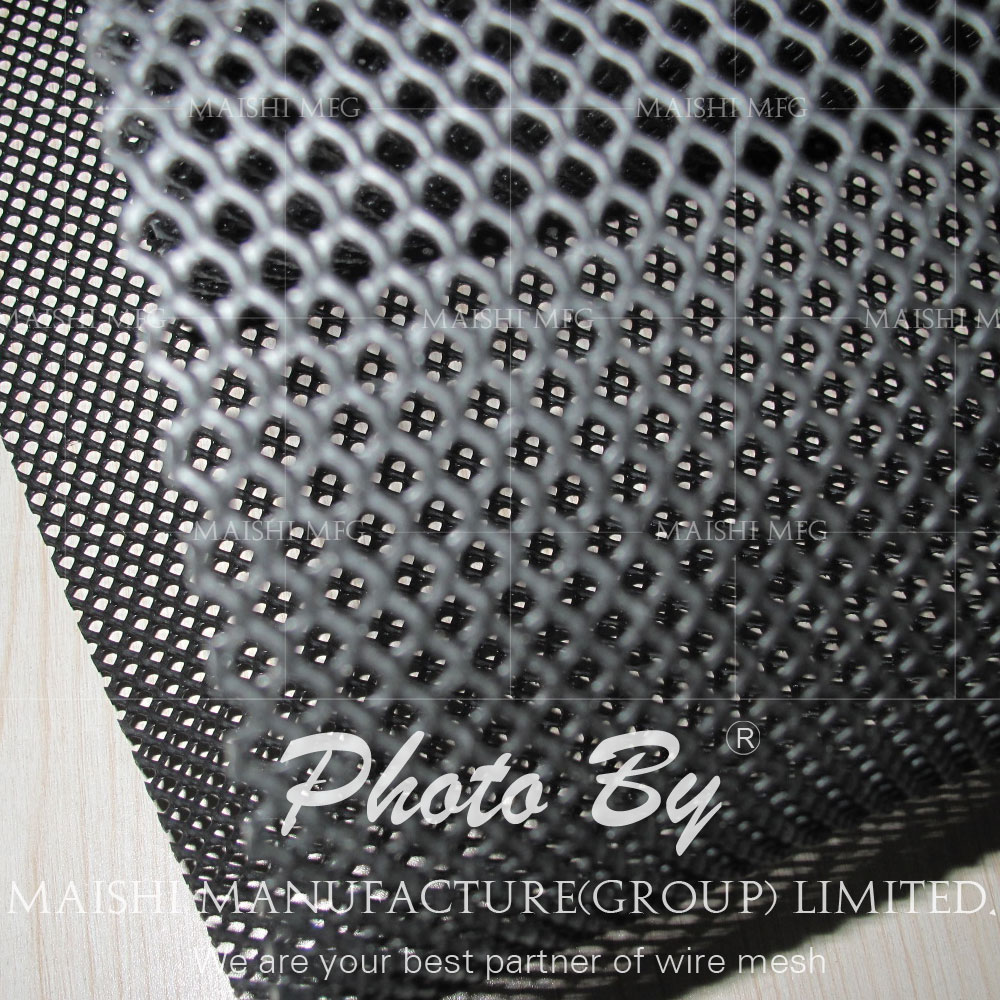 Extruded HDPE plastic mesh for metal pipeline protection