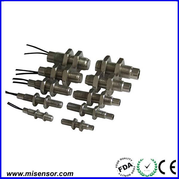 Cylindrical thread reed proximity sensor