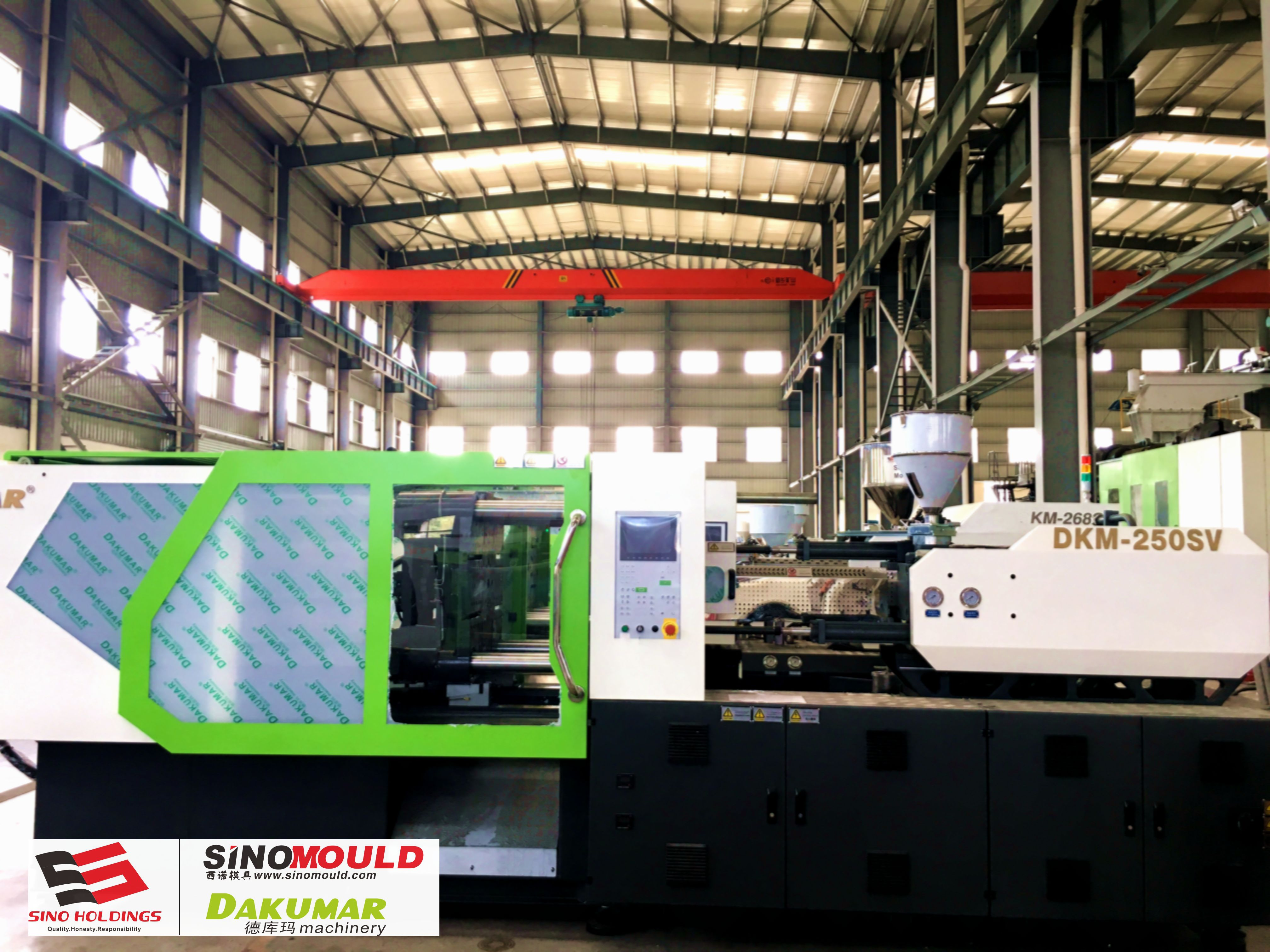 Plastic Injection Molding Machine with Servo Systerm DKM- 250ton