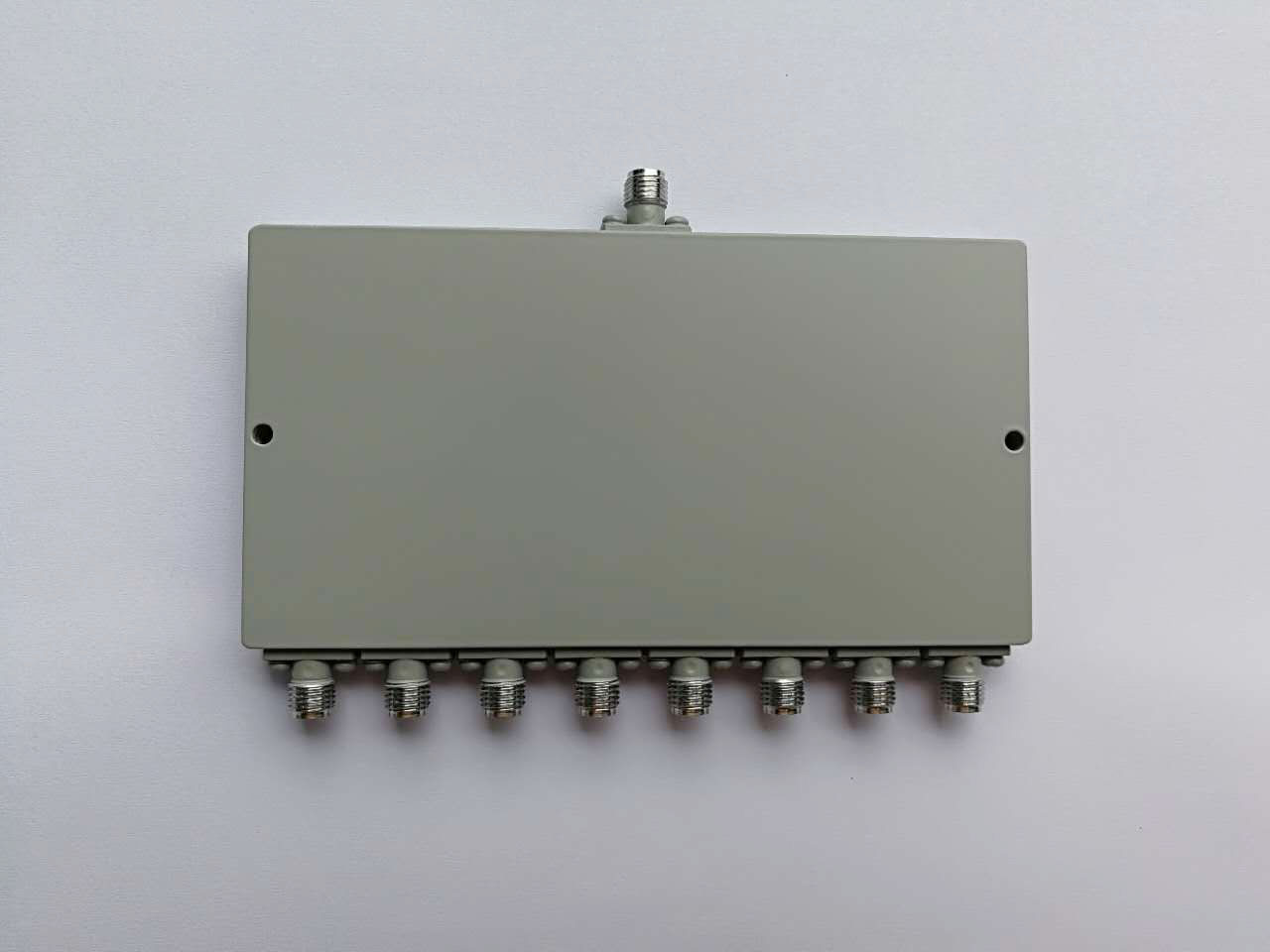 2000-8000MHZ 8 Way Power Divider
