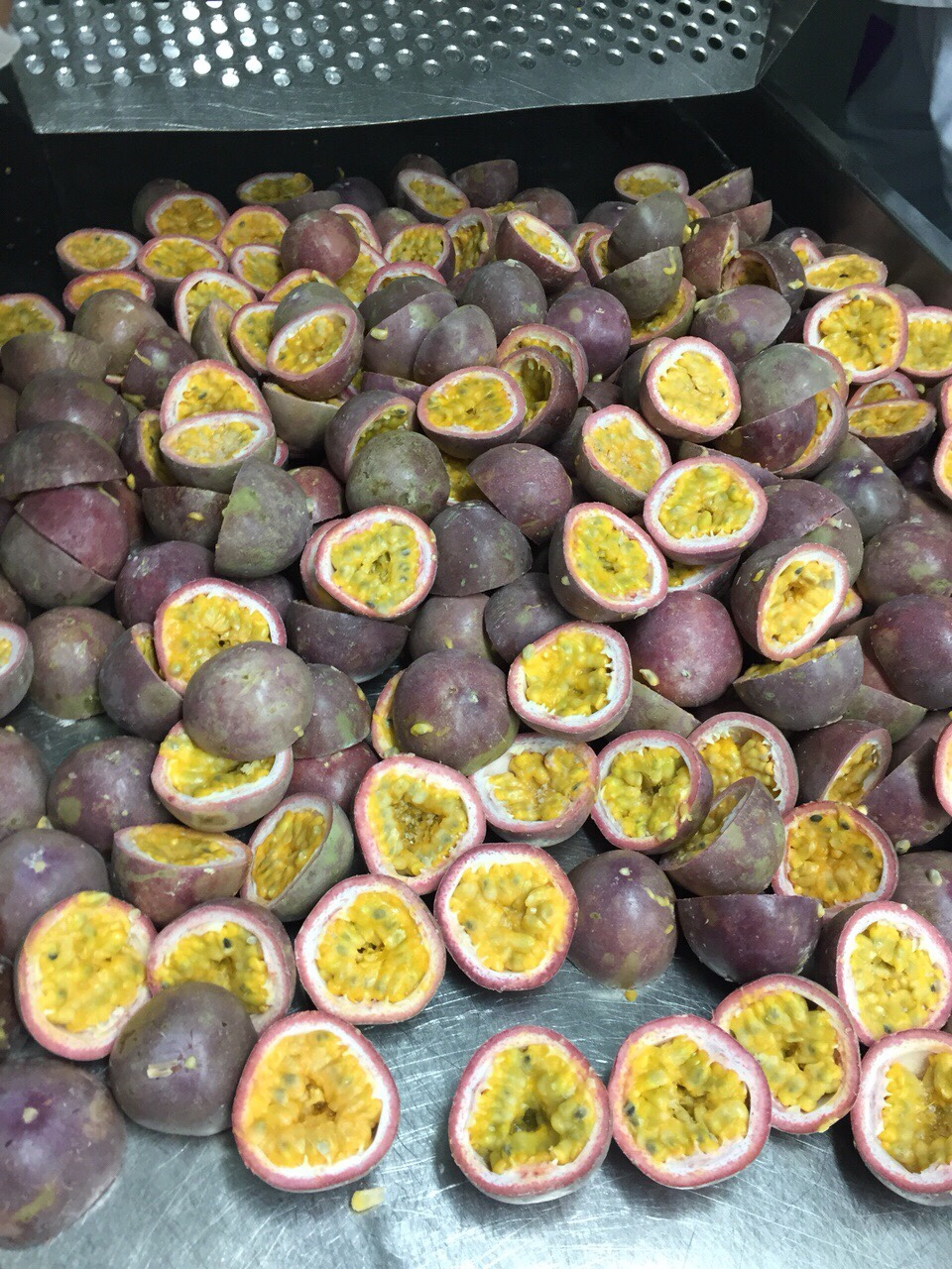 IQF passion fruit half cut
