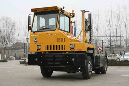 SINOTRUK HOVA Yard Low-speed Tractor (Right Driver)