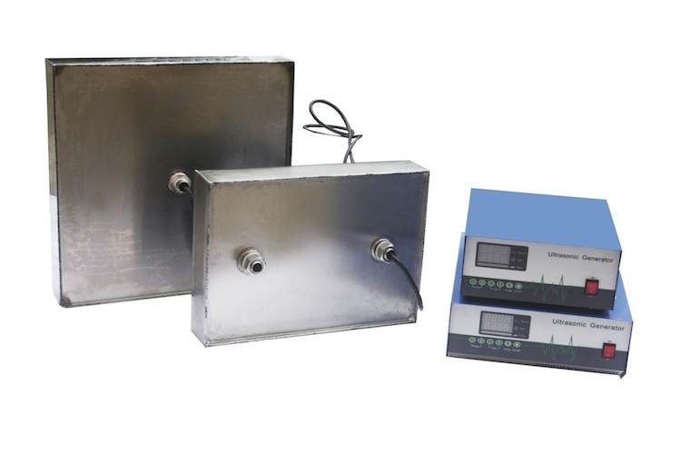 Immersible transducer plates for ultrasonic cleaner
